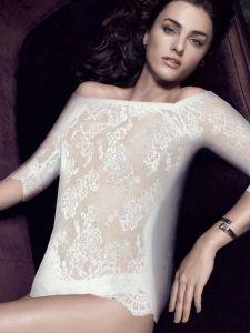 Spitze Langarm Shirt mit Carmen Ausschnitt Inessa altweiss von Escora