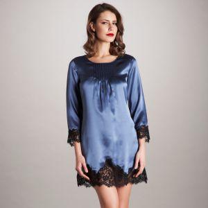 Sleepshirt Lilia blau mit schwarzer Spitze von Vivis