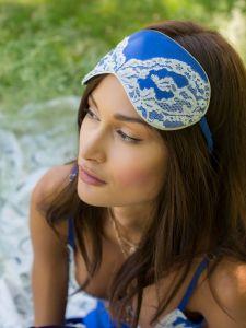 Schlafbrille royalblau aus Seide von Marjolaine