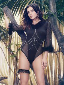 Modal-Body mit Federn Marilyn schwarz von Escora - der Kettenschmuck ist nicht im Lieferumfang enthalten