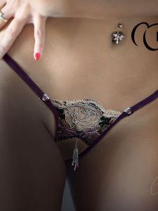 Ouvert String Verane Open violett taupe von Lola Luna
