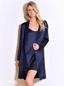 Seide Morgenmantel Seta dunkelblau von Chiara Fiorini - das Nachthemd ist nicht im Lieferumfang enthalten